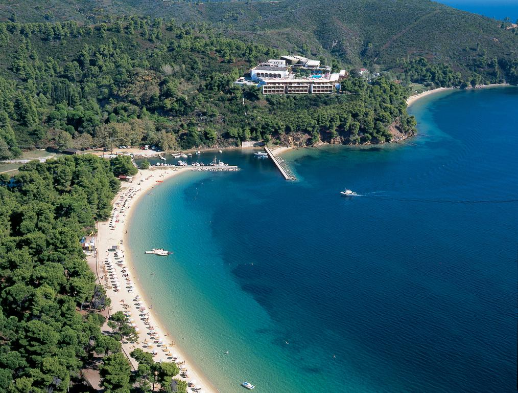 Boasting spectacular views over Koukounaries Bay, Skiathos Palace Hotel offers a swimming pool with sun terrace,